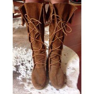 Minnetonka Fringe Lace Up Boots Size 9